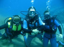 No more than two students with one instructor on a Discover Scuba Dive