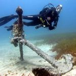 Scuba Diving underwater in Gran Canaria - Divemaster with anchor