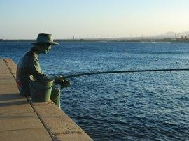 The statue of the fisherman reflects the importance of the sea to the town of Arinaga
