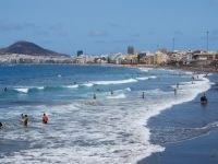 Surfing, sunbathing, swimming or strolling, Playa de Las Canteras is a great place to relax in the heart of the new city.