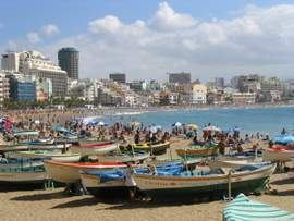 The sandy beach of Las Palmas is a great place for the family and sunbathing; for scuba diving in Las Palmas, a short ride will take you to some excellent diving in the Arinaga marine Reserve
