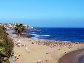 The sandy shallow beach of San Agustín is best for sunbathing