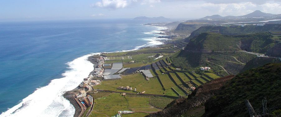 the Northern shores of gran Canaria ideal for surfing but limit diving options